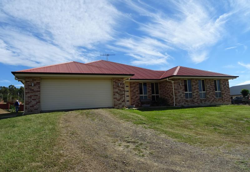 1 1/2 Acre minutes from Boonah