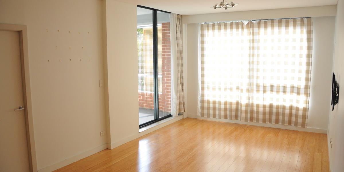 Conveniently Located, Bright and Spacious North Fa