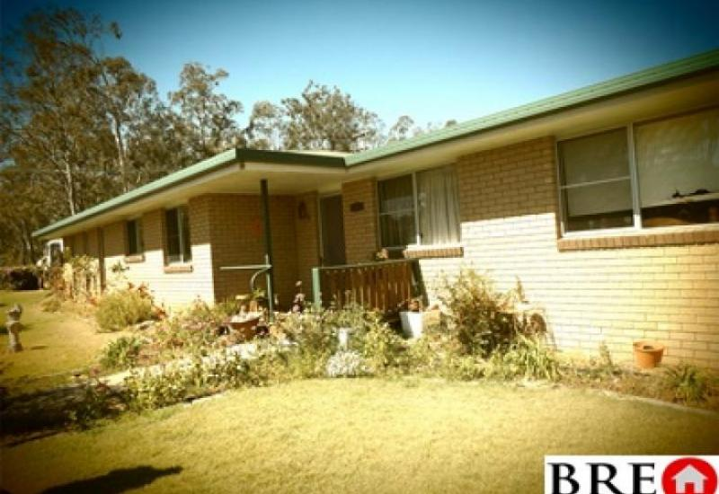 3 BR brick home in Wondai set on 1508 Sq Mtrs