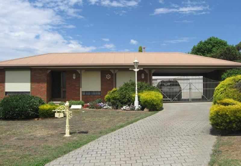 Family Home and 100m2+ Shed on 1180m2