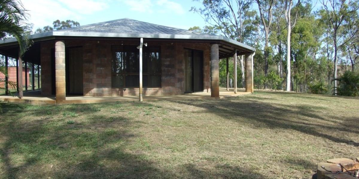 LOW SET BRICK HOME WITH FULLY FENCED VERY LARGE...