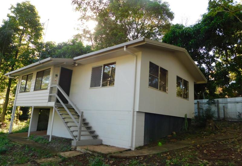NEAT + TIDY STEEL FRAMED HOME CLOSE TO TOWN