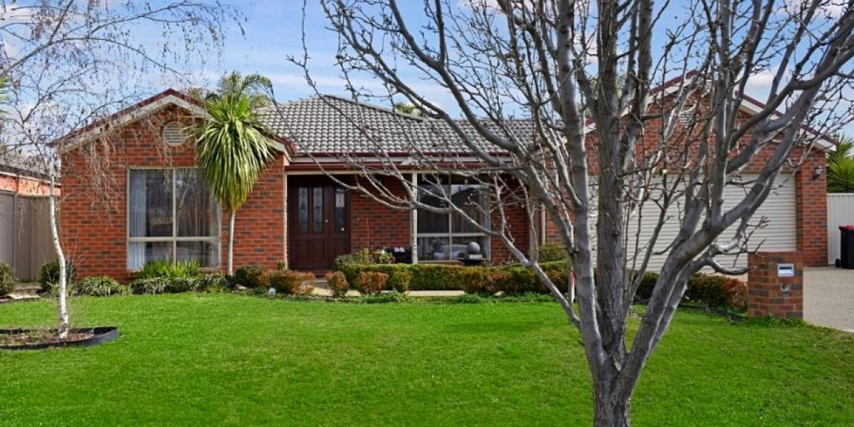 Larger 4 bedroom Home + Extensive Outdoor Entertaining